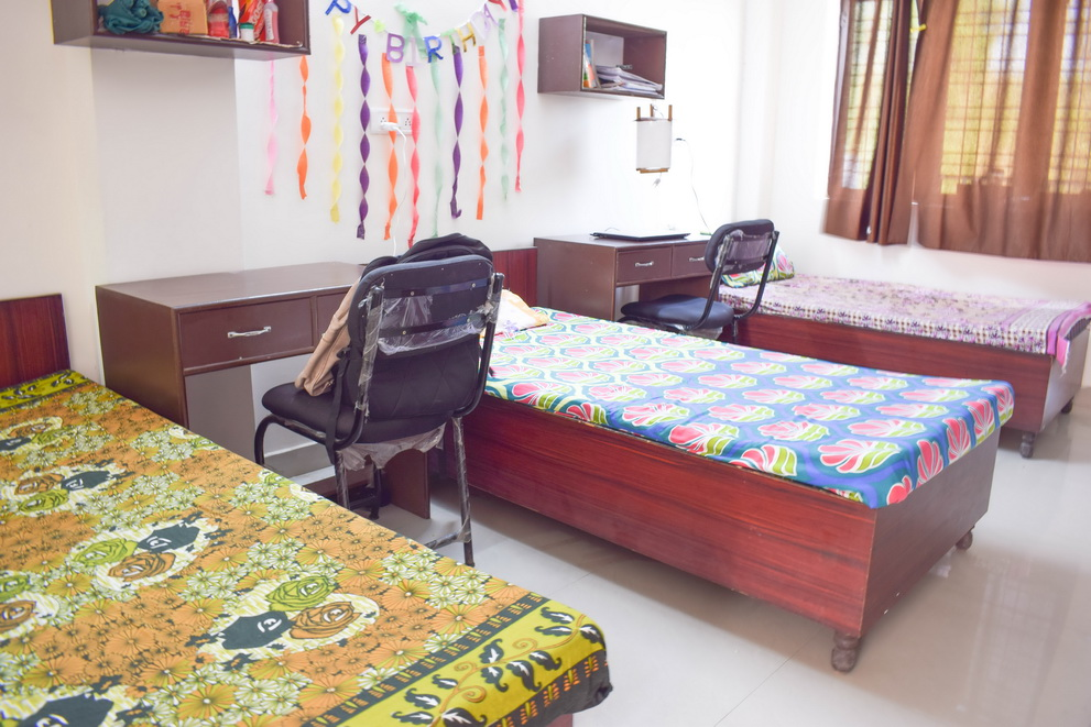 Queens Paradise Girls Hostel